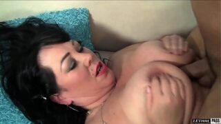 guy dasilva and sultry bbw alexis couture fuck on the couch